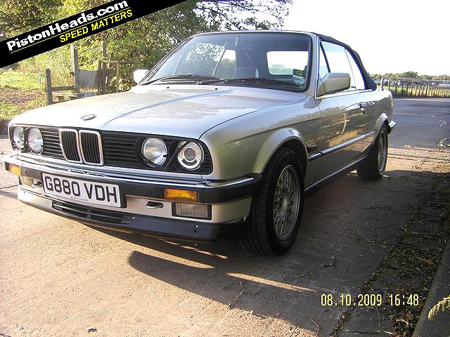 e30 325i convertible, in silver with dark blue