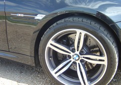 Shiny 19ins alloys and sticky rubber