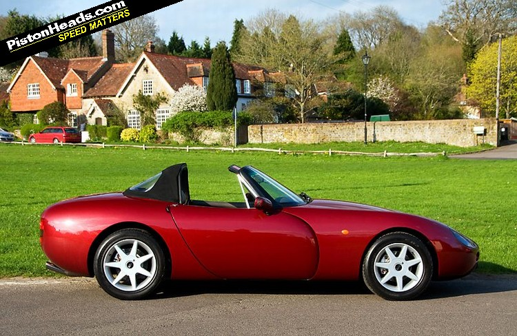 tvr griffith 500 buying guide classic tvr griffith 500 for sale classic sports car ref surrey. Black Bedroom Furniture Sets. Home Design Ideas