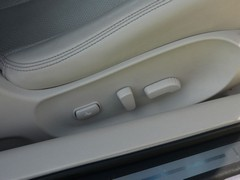 ...and fully electric seats, with which entry to rear seats is easy thanks to...