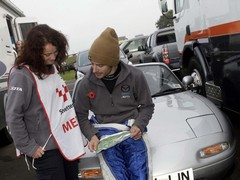 Sam from Mazda explains Snetterton to Dan