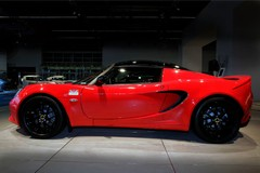 Traditionalists rejoice - there's life in the Elise til 2015