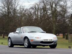 Eunos moonlights on Classic & Sportscar