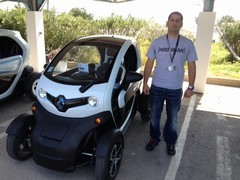 Looking butch next to a Twizy is not easy