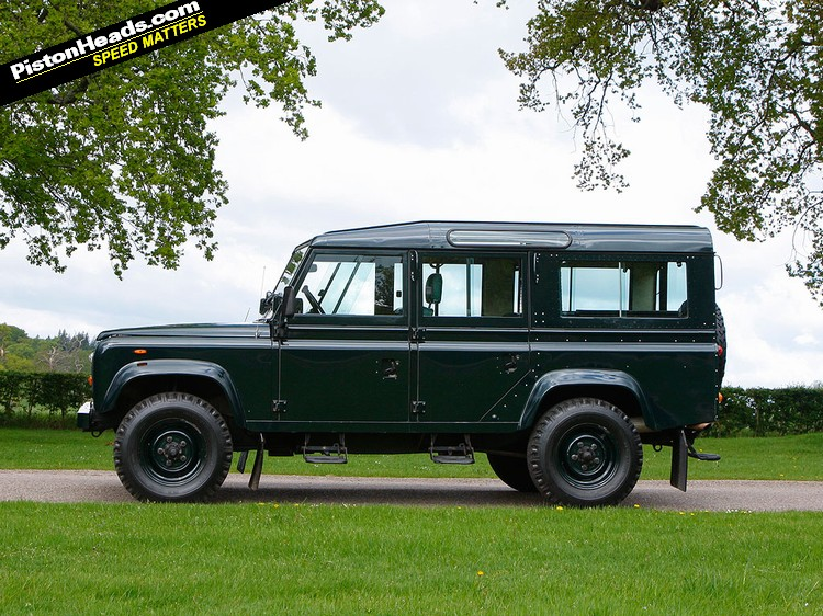 Driving The Queen S V8 Land Rover Pistonheads