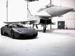 Reventon mixes old and new school Lambo