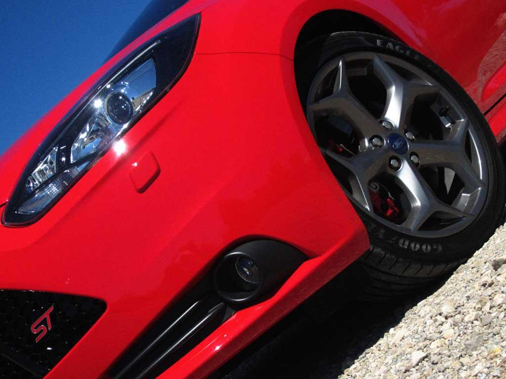 Grey 18s and red calipers for optional ST pack