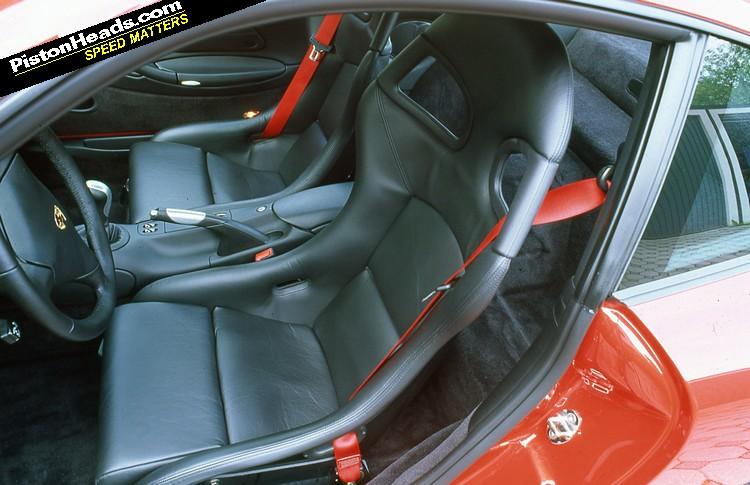 Re tell me i 39 m wrong porsche 911 996 gt3 page 1 for Porsche 996 interieur