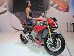 Race ABS and two power modes for S1000R