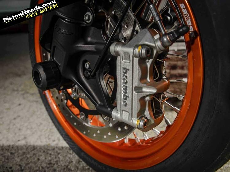 re: ktm 690 smc r & 690 enduro r: review - page 1 - biker