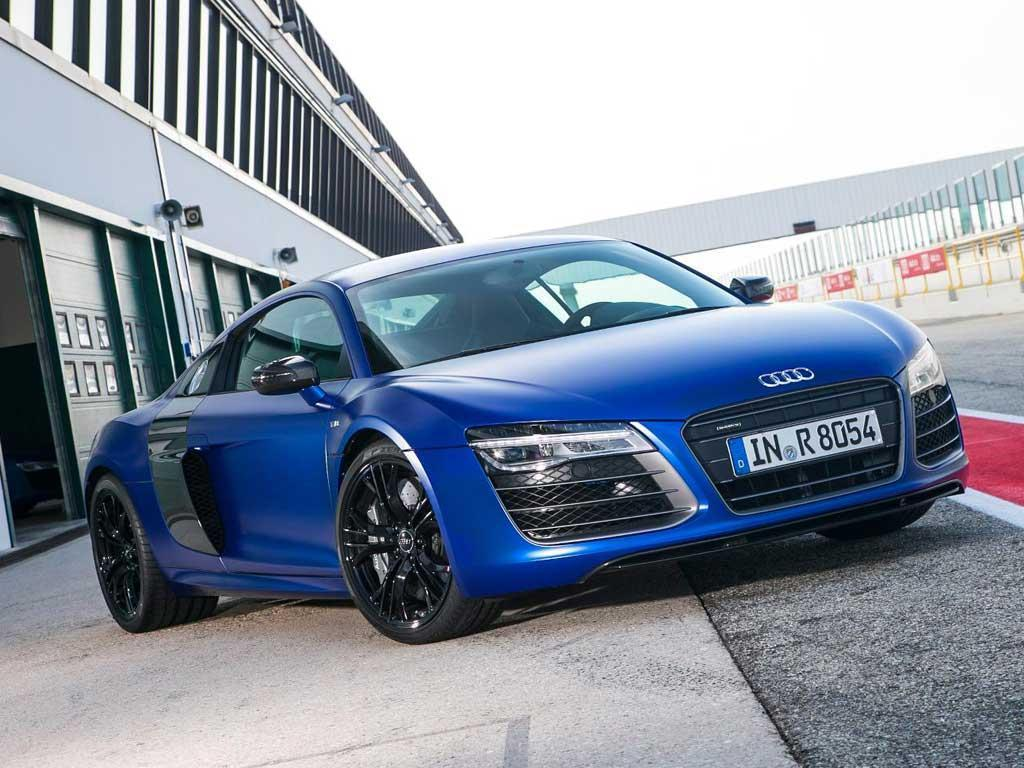 Facelift added DSG to the R8's options list