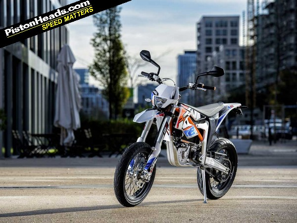 While at a Silverstone track day recently I couldnu0027t help but spot a large orange KTM tent. Propped up against the tent was KTMu0027s 2015 electric supermoto ... & KTM Freeride E-SM: PH2   PistonHeads