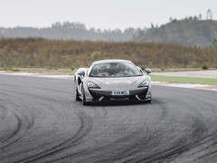 Natural, predictable and very fast on track