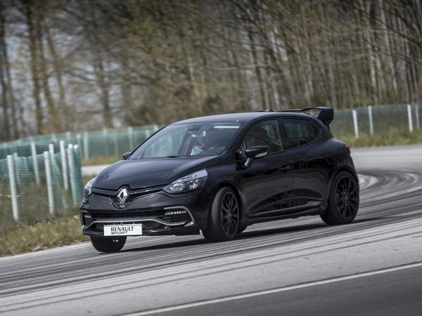 renault clio r full story pistonheads. Black Bedroom Furniture Sets. Home Design Ideas