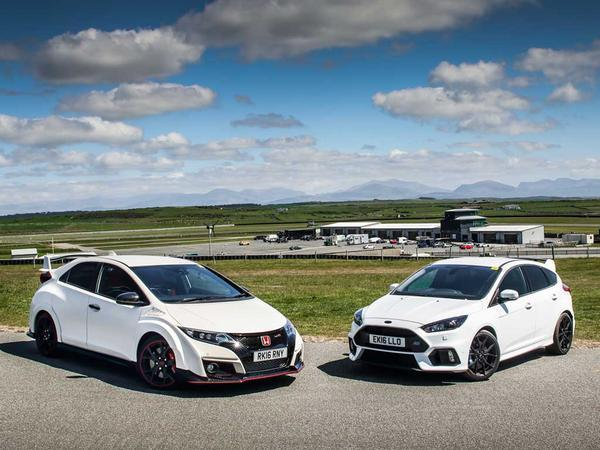 ford focus rs vs honda civic type r pistonheads. Black Bedroom Furniture Sets. Home Design Ideas