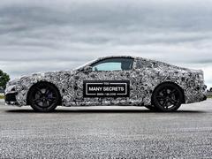 Can the big BMW deciM8 its rivals?