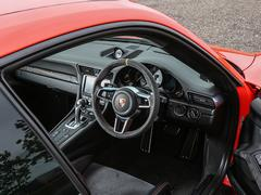 Uncluttered dash for a 911